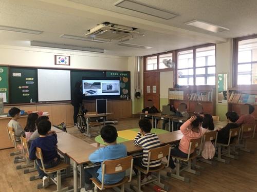 능서초등학교장애인식개선교육.jpg
