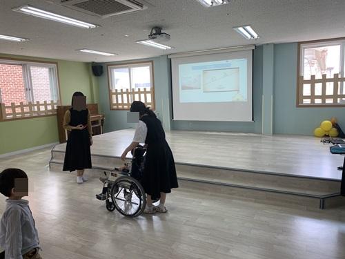 연꽃어린이집 휠체어 장애체험.JPG